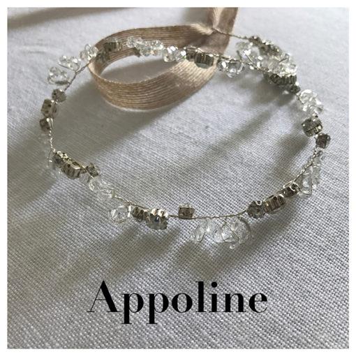 Le headband Appoline de la collection mariage Epouse-Moi est romantique, composé d'une structure fine argentée avec des strass et cristaux juxtaposés.