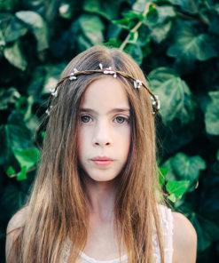 Le headband Rachel de la collection Fille de la Balle ne se règle pas.