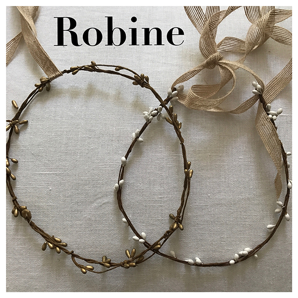 Le headband ROBINE de la collection mariage Epouse-Moi est un modèle nature, bohème, estival, discret, composé d'une couronne rigide en épis blanche ou bronze.