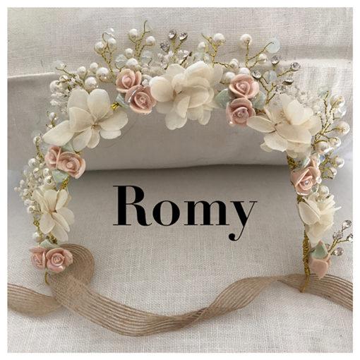 Le headband Romy de la collection Epouse-moi est un modèle romantique et bohème.