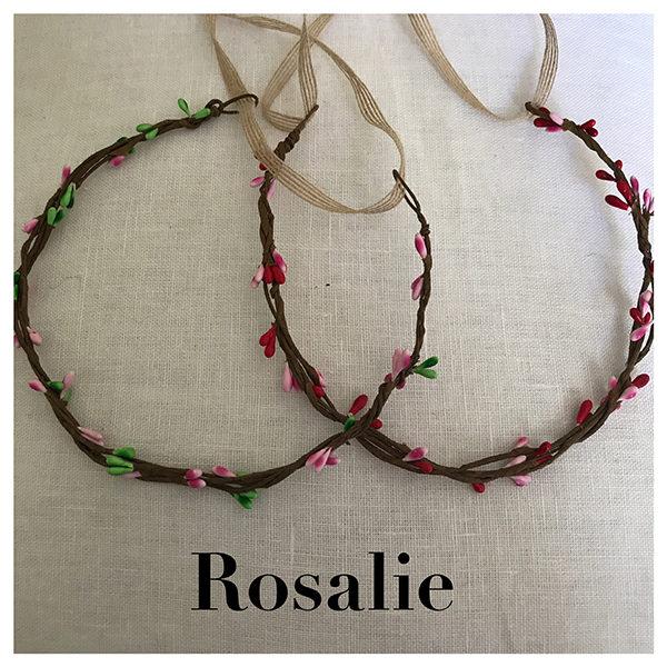 Le headband Rosalie collection enfant Ma Petite Chérie se compose de 2 modèles : Fraise avec épis roses/verts et Cerise épis rouges/roses. De 2 à 6 ans.