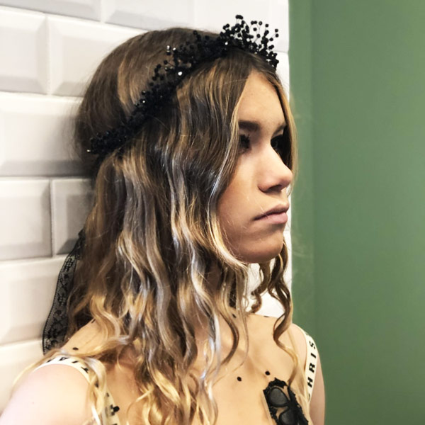 Le headband OMBELINE Ida Degliame, existe en version black out avec des cristaux noirs