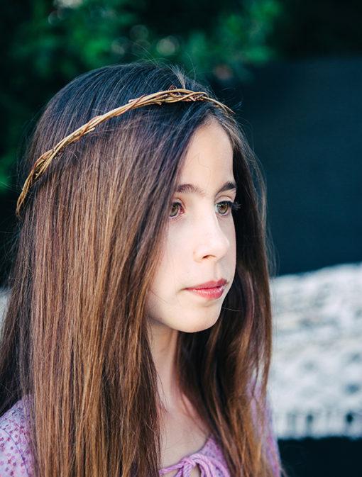Le headband Ava de la collection Fille de la Balle ( 7-12 ans ) est un modèle raffiné.