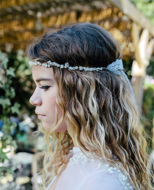 Le headband Appoline de la collection Epouse-Moi est un modèle lumineux,