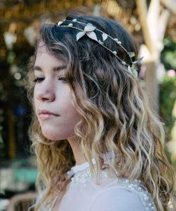 Le headband Laurianne de la collection Epouse-moi est un modèle néo-romantique, d'une élégance discrète.