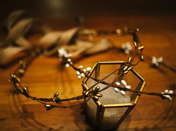 Le headband ROBINE de la collection Epouse-Moi se compose d'une couronne rigide en épis au choix blanche ou bronze