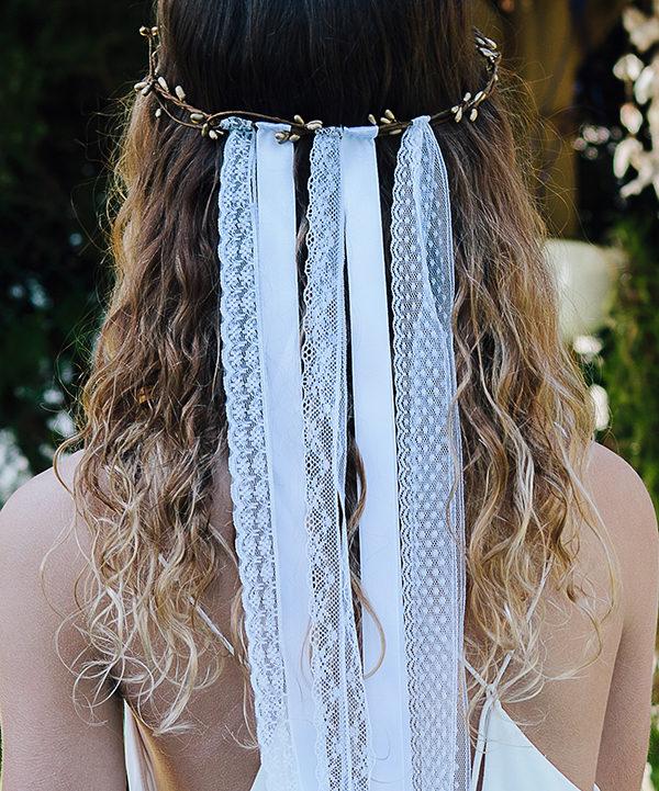 """Le headband ANGIE de la collection """"épouse moi"""" se compose d'une couronne avec de petits brins, couleur bronze , d'un diamètre de 19 CM."""