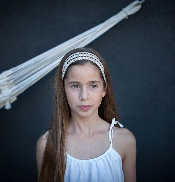Le headband Solange de la collection Fille de la Balle ( 7 -12 ans ) est un modèle ensoleillé.