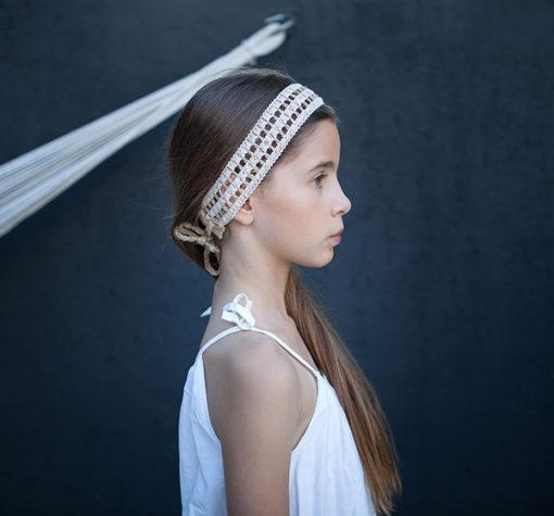 Le headband Solange de la collection Fille de la Balle est réglable et se compose de chanvre et coton.