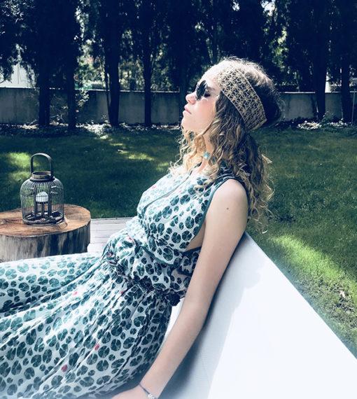 Le headband VEDRA de la collection été Ida Degliame est un modèle essentiel et authentique.