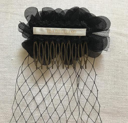La VOILETTE SIXTINE noire de la collection soirée Courtise-Moiest créé et confectionnée avec soin dans notre atelier français.
