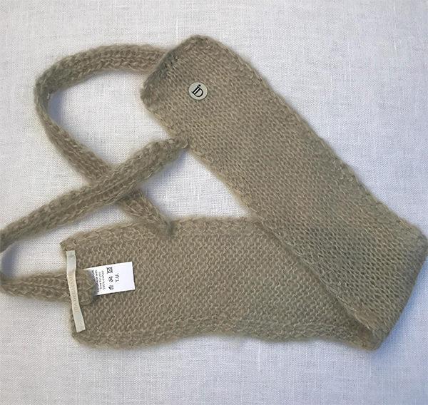 Le headband MON SYLVIE ficelle collection hiver Protège-Moi est fait main, 100% mohair. Il est doux, chaud et agréable à porter pour une allure casual et chic.