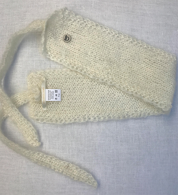 Le headband MON SYLVIE lait collection hiver Protège-Moi est fait main 100% mohair. Il est doux, chaud, agréable à porter pour une allure casual et chic.