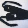 Le headband MON SYLVIE noir collection hiver Protège-Moi est fait main, 100% mohair. Il est doux, chaud et agréable à porter pour une allure casual et chic.