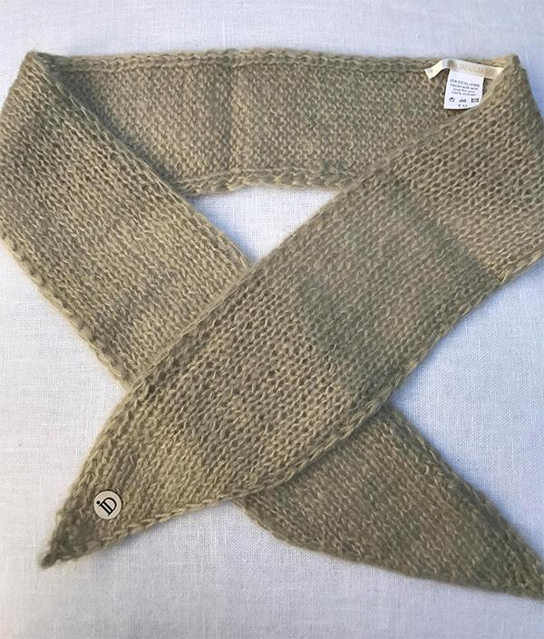 Le headband MON LOU ficelle collection hiver Protège-Moi est fait main 100% mohair. Il est doux, chaud et agréable à porter pour une allure rock et élégante.