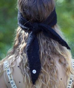 Le headband MON LOU noir de la collection hiver Protège-Moi se place sur le front et se noue derrière la tête