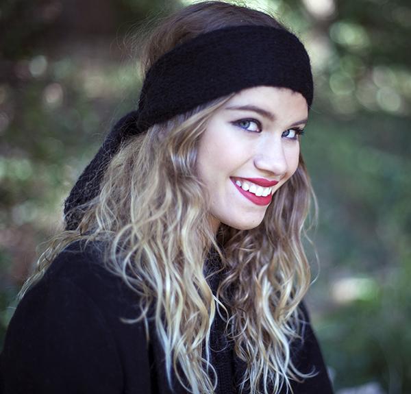 Le headband MON LOU noir de la collection hiver Protège-Moi est doux, chaud et agréable à porter.