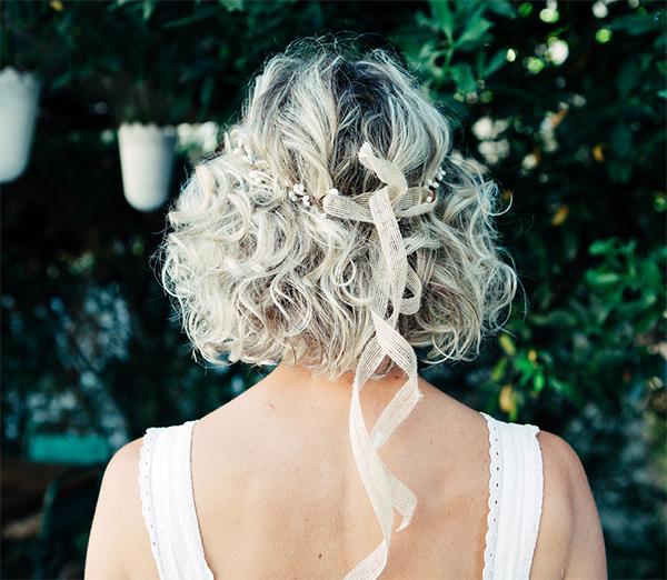 Le headband Robine Blanc collection réchauffe moi s'adapte sur toutes les têtes grâce à son lien de chanvre qui se coulisse.