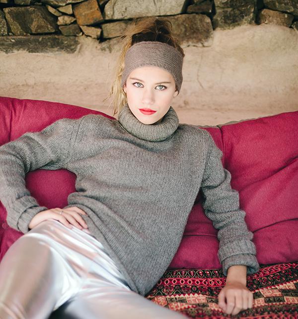 Le headband MON SYLVIE gris souris de la collection Protège-Moi est un modèle d'hiver, 100% mohair.