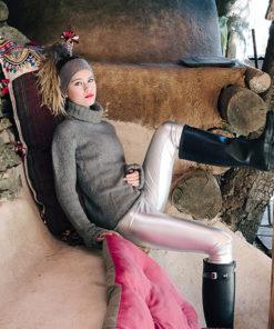 Le headband MON SYLVIE gris souris de la collection hiver Protège-Moi vous donnera une allure artiste, casual et chic.