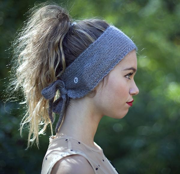 Le headband MON SYLVIE gris souris de la collection hiver Protège-Moiest doux, chaux et agréable à porter.