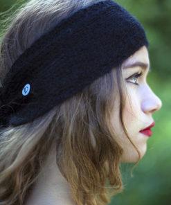 Le headband MON SYLVIE noir de la collection hiver Protège-Moiest doux, chaux et agréable à porter.