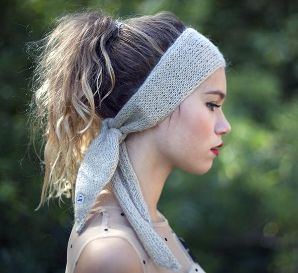 Le headband MON LOU ficelle de la collection Protège-Moi est un modèle d'hiver, 100% mohair.