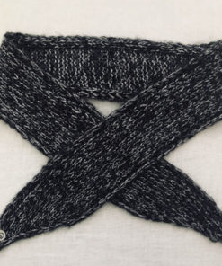 Le headband MON JOHNNY anthracite & argent collection hiver Protège-Moi IDA DEGLIAME est doux, chaud fabriqué main en laine et fil lurex pour une allure rock et casual.