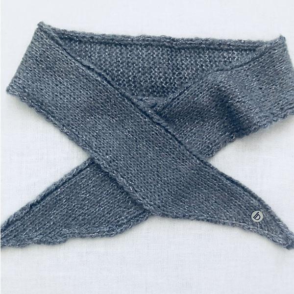 Le headband MON JOHNNY gris & argent collection hiver Protège-Moi est doux, chaud, fabriqué main, en laine et fil lurex pour une allure rock et casual
