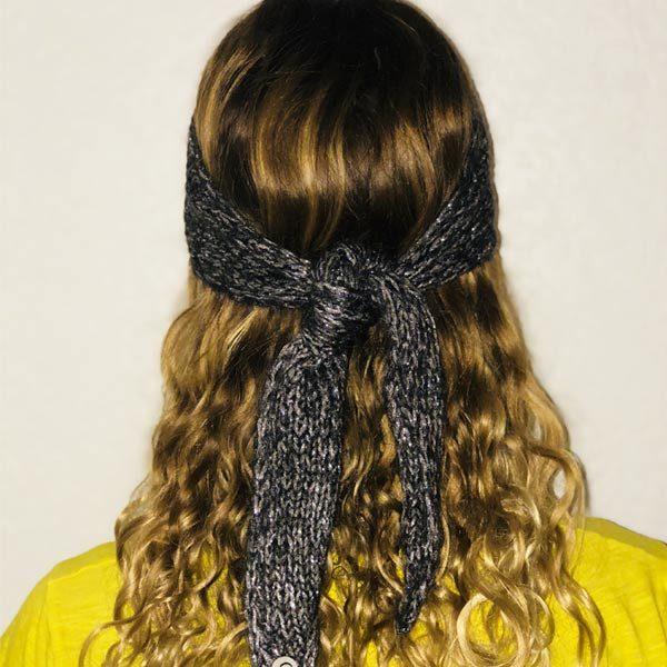 Le headband MON JOHNNY gris anthracite & argent de la collection hiver Protège-Moi est fabriqué à la main en taille unique et se noue derrière la tête
