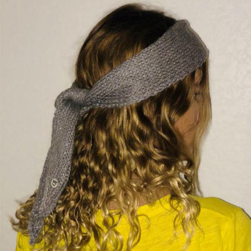 Le headband MON JOHNNY gris & argent de la collection hiver Protège-Moi est fabriqué à la main en taille unique