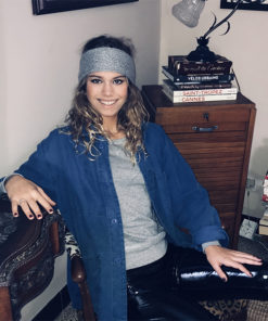 Le headband MON JOHNNY gris & argent de la collection hiver Protège-Moi est un modèle d'hiver en laine et fil lurex.
