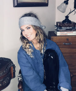 Le headband MON JOHNNY gris & argent de la collection hiver Protège-Moi vous donnera une allurepudique et rock.
