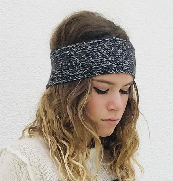 Le headband MON JOHNNY gris anthracite & argent de la collection hiver Protège-Moi IDA DEGLIAME est un modèle d'hiver en laine et fil lurex.