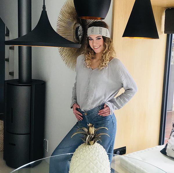 Le headband KATE gris Ida Degliame vous accompagnera tout l'été avec légèreté, fraîcheur et bonne humeur.