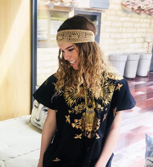 Lumineux, intemporel et gracieux, le bandeau BOWIE Ida Degliame vous accompagnera tout l'été.