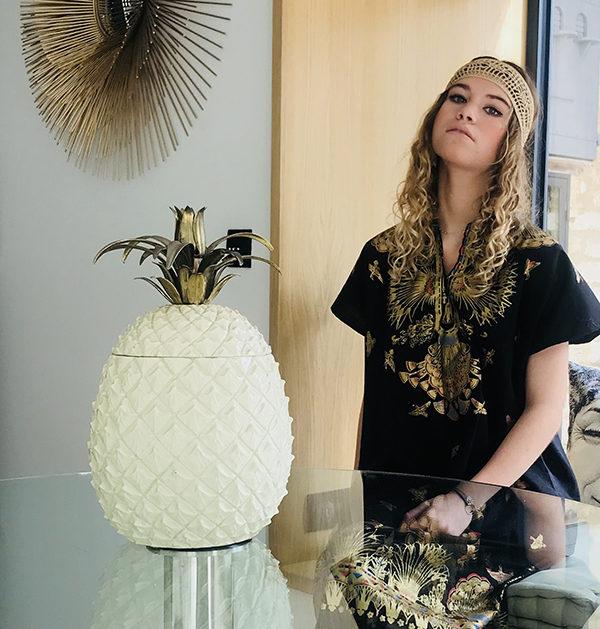 Le headband BOWIE Ida Degliame rend hommage au soleil avec sa couleur chaude, un bronze intense.