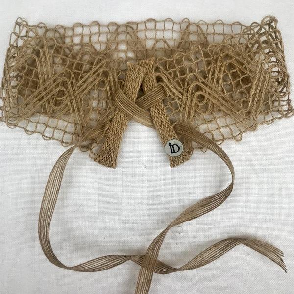 Le headband FORMENTERA Ida Degliame est un bandeau tissé en chanvre qui vous accompagnera à la plage.