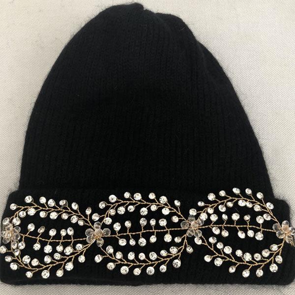 Le bonnet LILY noir IDA DEGLIAME est un modèle en laine, cachemire et angora