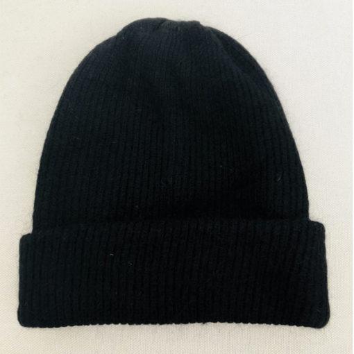 Le bonnet LILY noir IDA DEGLIAME peut se porter avec ou sans bijou pour plus de sobriété