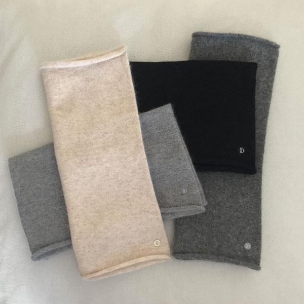Le tour de cou CELESTE IDA DEGLIAME en cachemire vous protégera d'un coup de froid cet hiver. Existe en noir, gris clair, gris foncé, beige rosé.