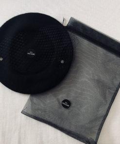 Le béret Bonnie IDA DEGLIAME est vendue avec sa pochette anti poussière