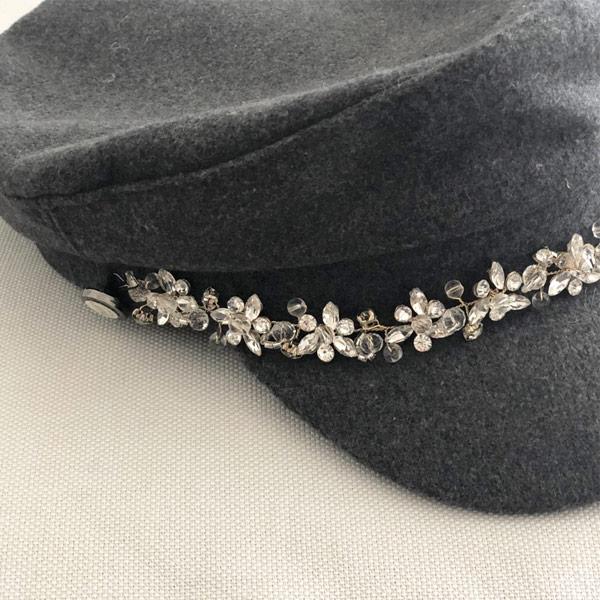 La casquette de la Villette Ida Degliame s'adapte idéalement grâce à son lien coulissant à l'intérieur de la casquette.