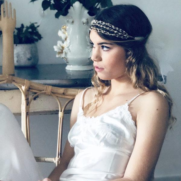 Chanvre, tulle blanc, tulle ivoire, dentelle blanche, à vous de choisir le lien coulissant de votre headband Vénus IDA DEGLIAME pour votre mariage