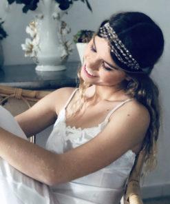 Le headband VENUS de la collection Épouse-Moi IDA DEGLIAME s'adapte à tous les tours de tête avec son lien coulissant