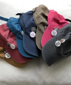La SUPERBE IDA DEGLIAME est une casquette de baseball en coton délavé, réglable à l'arrière avec 2 badges amovibles. Existe en 7 coloris pour un look street style.