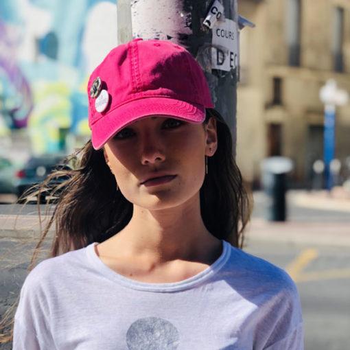Street style, la casquette La SUPERBE Ida Degliame est un compagnon haut en couleur !