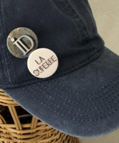 La SUPERBE IDA DEGLIAME existe bleu brut et possède 2 badges amovibles.