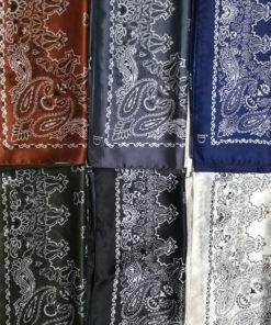 Le foulard MON PETIT SATIN IDA DEGLIAME se décline en 6 coloris au choix : noir, kaki, blue navy, blanc, brique et gris.