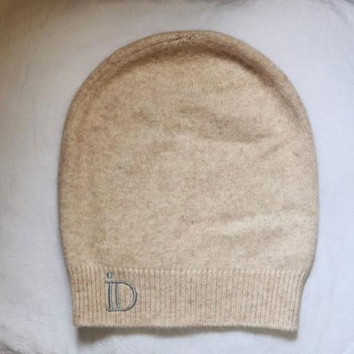 Le bonnet ANITA IDA DEGLIAME, en cachemire de vison existe en beige rosé